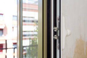 Ventanas y puertas abisagradas de aluminio